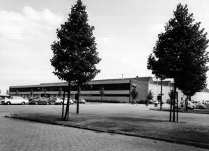 Bottelo-fabriek aan de 's-Gravelandseweg te Schiedam, 1974.