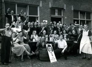 Klaverjasclub De Vrolijke Katten (foto C. Gruijters, 1950).